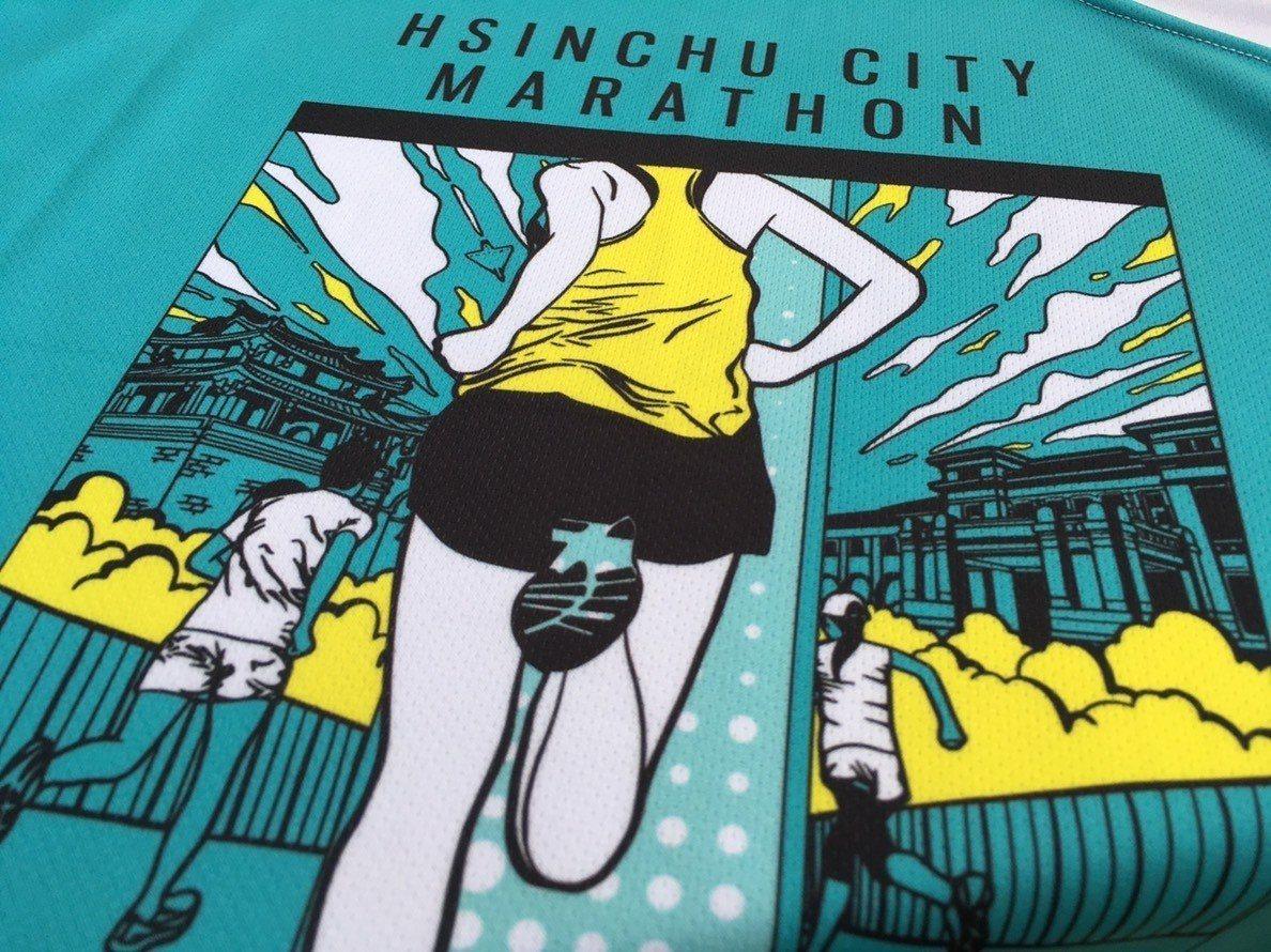 新竹城市馬拉松賽事紀念背心與紀念衫,利用寶特瓶與咖啡渣製作生產,具除臭、快乾、防...
