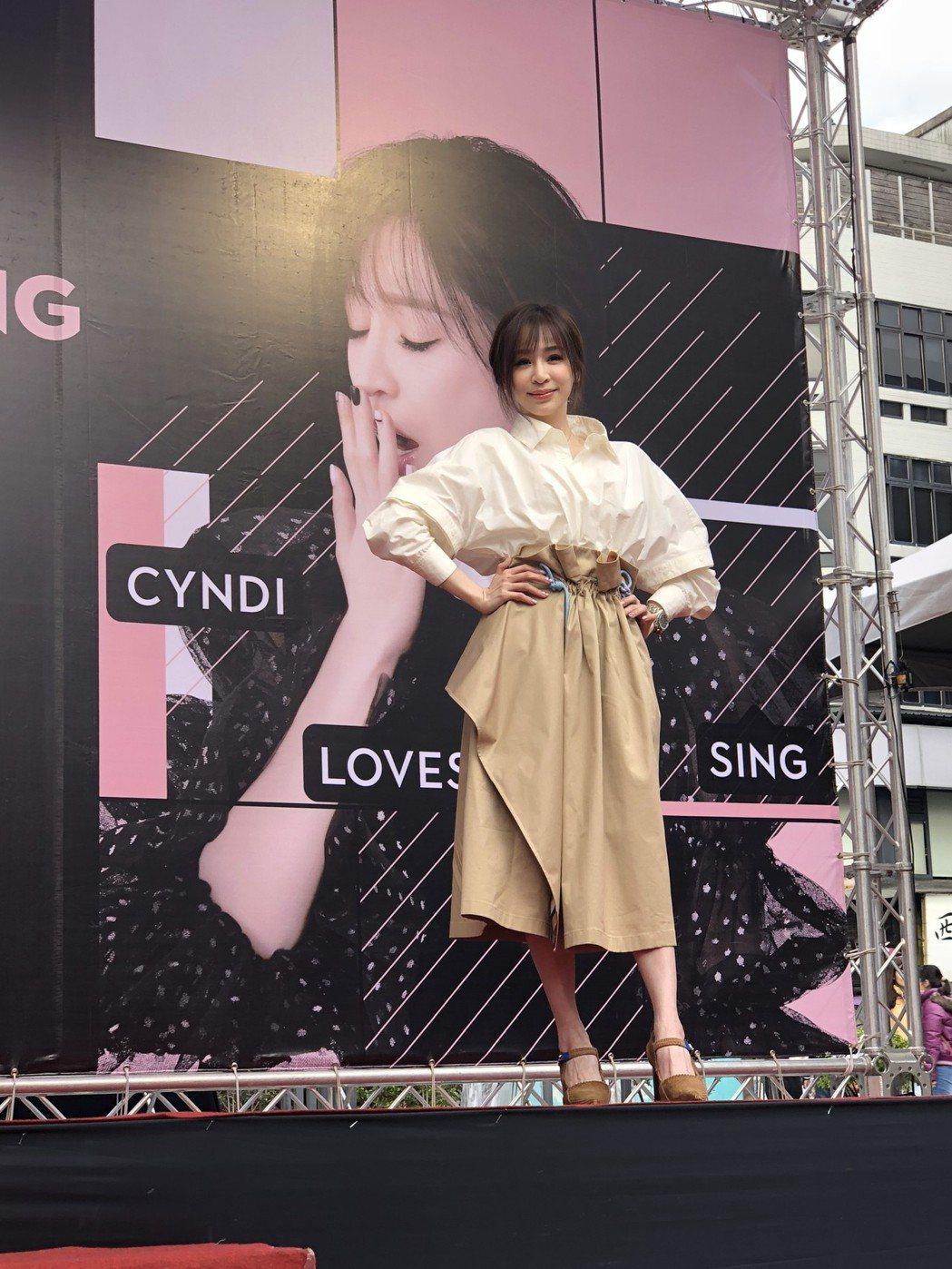 王心凌舉辦「CYNDILOVES2SING愛。心凌」簽唱會。記者林士傑/攝影