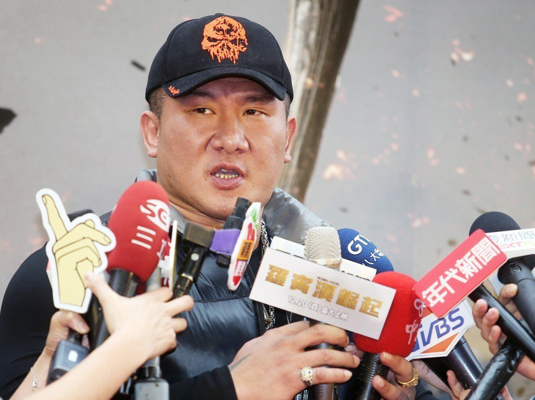 館長陳之漢下午在電影首映會站台。記者陳正興/攝影