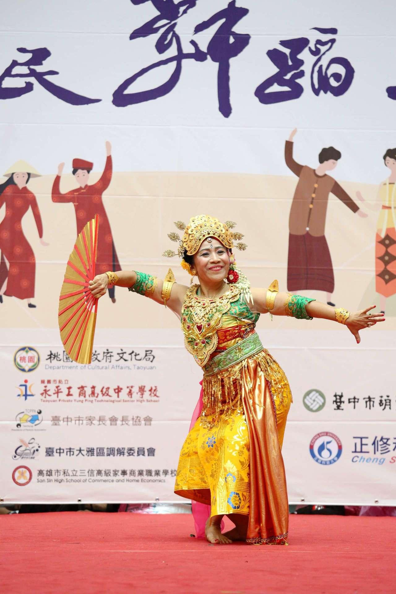 教育部今天在台北車站辦理「新住民舞蹈比賽」,希望增加南來北往的本國及來台觀光的各...