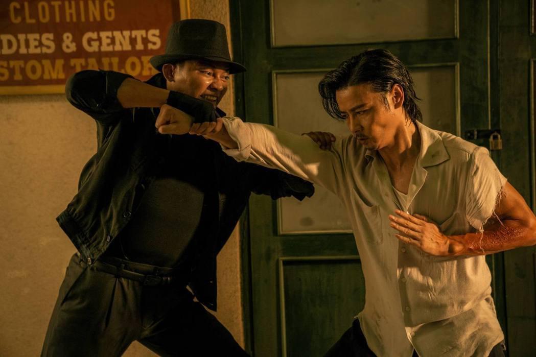 張晉(右)飾演張天志,在「葉問外傳:張天志」有許多精彩武打戲。圖/華映娛樂提供