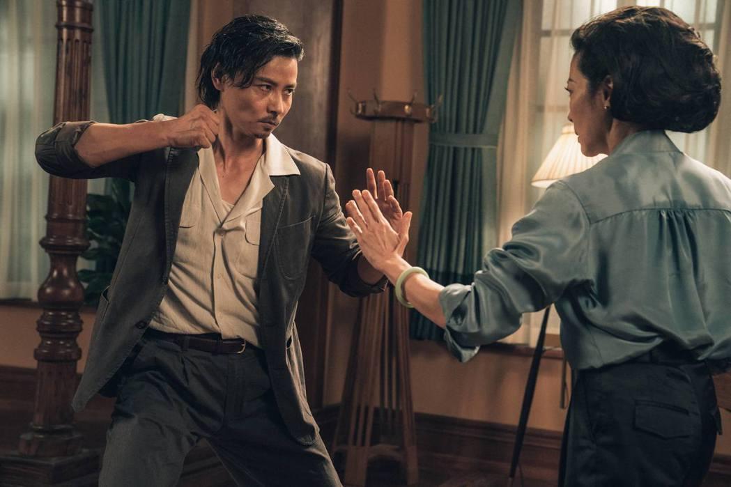 張晉(左)飾演張天志,在「葉問外傳:張天志」有許多精彩武打戲。圖/華映娛樂提供