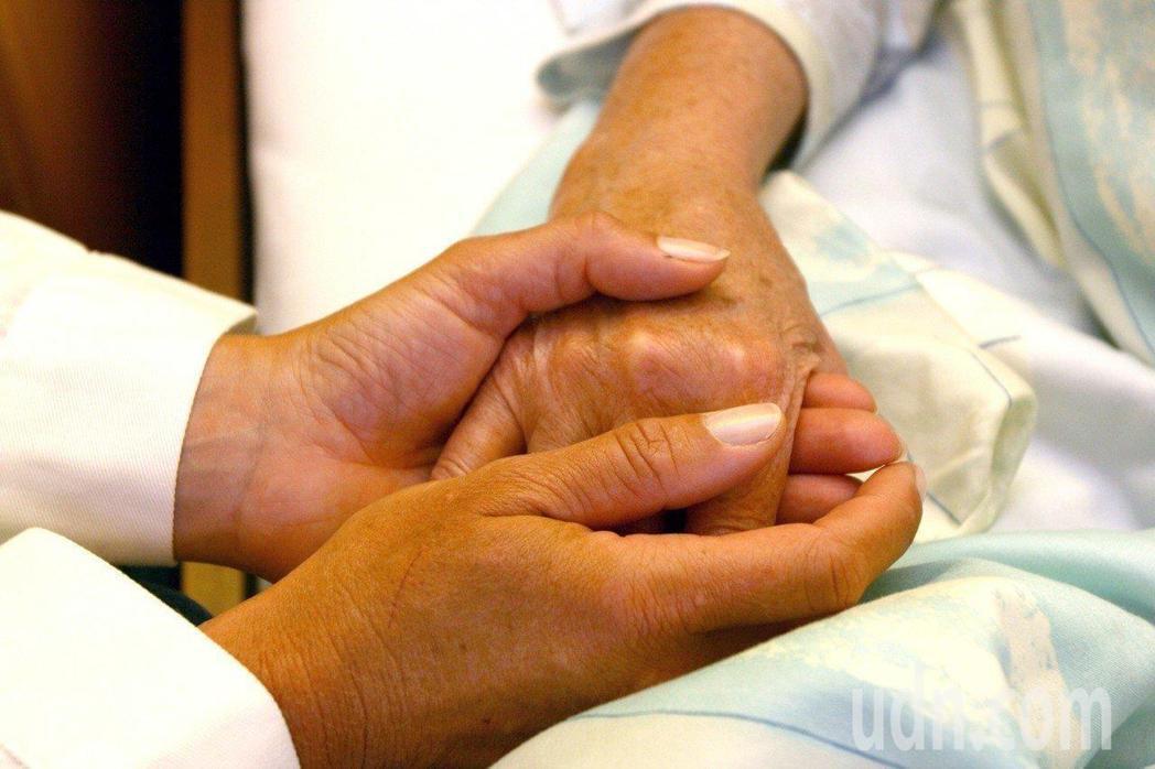 「病人自主權利法」將於明年1月6日正式施行。 圖/ingimage
