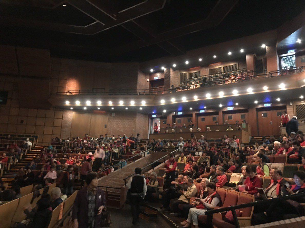 宜蘭縣政府民政處這次在宜蘭演藝廳舉辦的客家大戲展演,參與人數非常踴躍。圖/宜蘭縣...