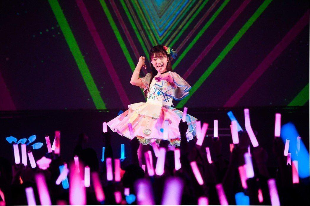 三森鈴子熱情開唱。圖/好玩國際提供