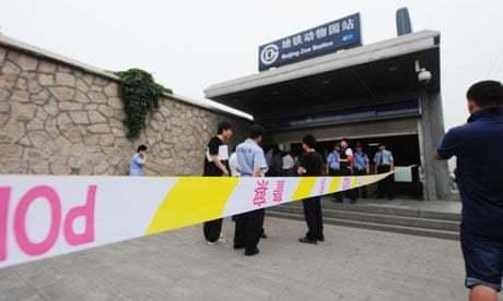 在北京地鐵動物園站發生電扶梯事故後,左行右利這個觀念在中國大陸遭廣泛質疑。 法新...