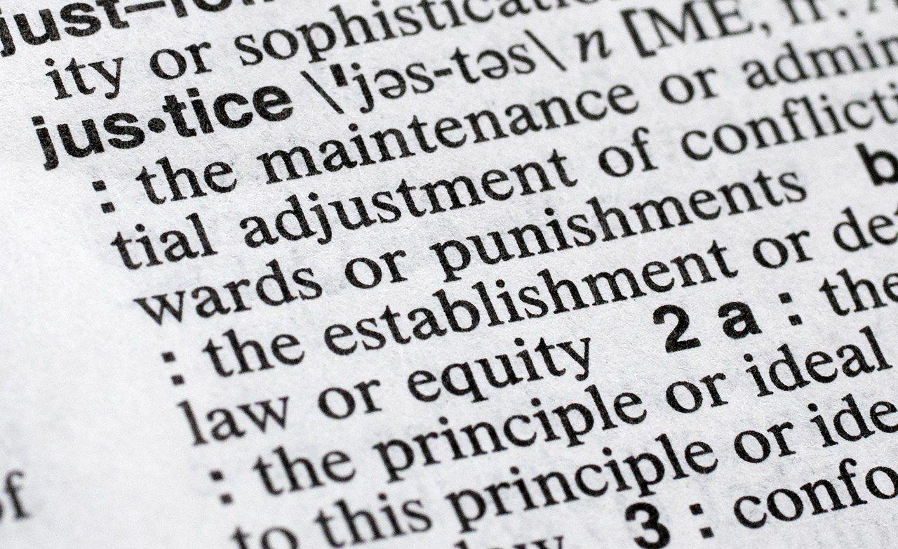 商韋氏公司(Merriam-Webster)挑選「正義」(Justice)為20...
