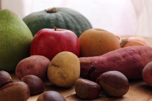 馬鈴薯和蘋果放在一起,有助延緩發芽。圖/台灣好食材提供(來源:zh-tw.pho...