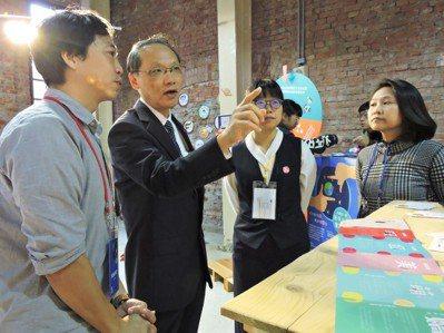 慈濟基金會顏博文執行長(左2)表示,這場活動為青年朋友創造了一個實現公益夢想的平...
