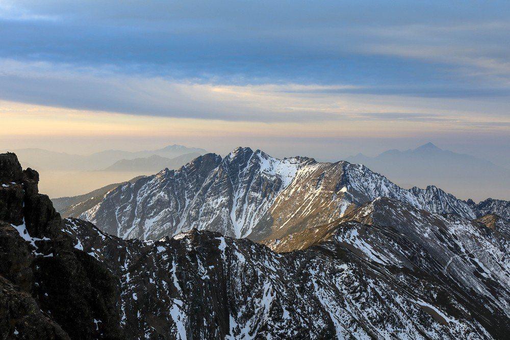 冬天的玉山,美麗非常,可惜自2005年起,與台灣人民絕緣,高手也只能私下低調。 圖/作者提供