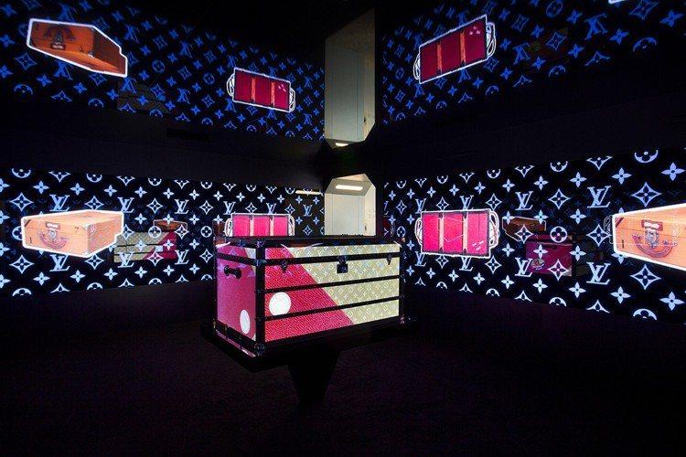 路易威登「時空.錦.囊」的魔幻行李箱主題展間。 圖/LV提供