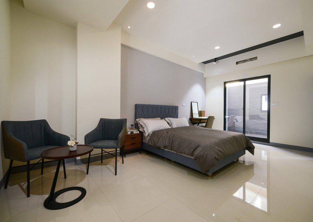 1樓孝親大套房、250CM高豪宅式隱私牆。圖片提供/合聯建設