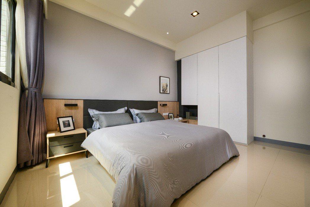 三樓主臥全面採光溫馨房、飯店級超大主衛、加大親子淋浴間。圖片提供/合聯建設