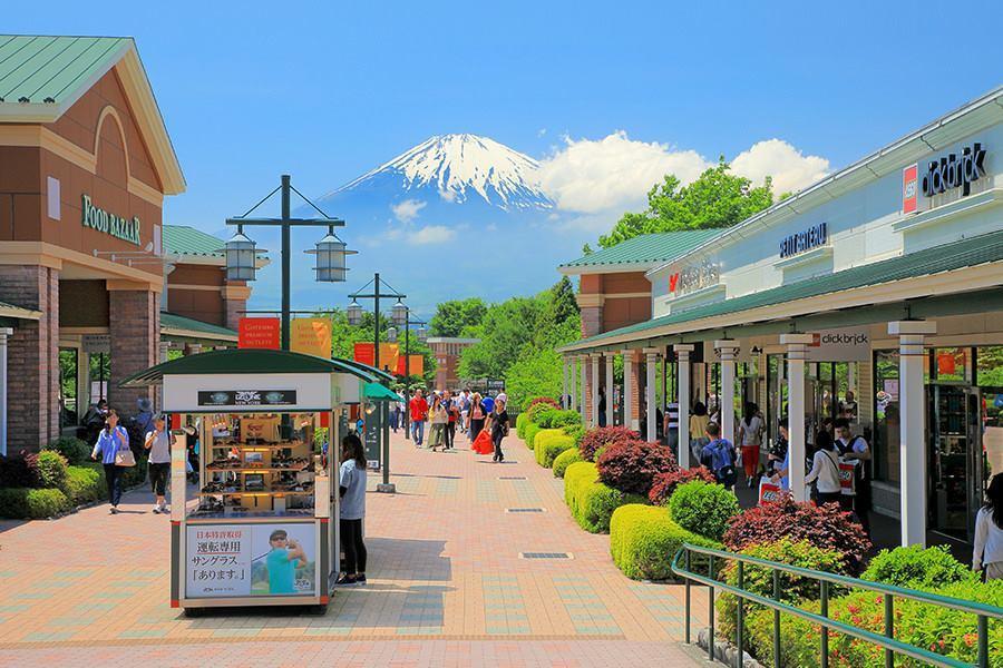 ▲富士山day tour景點-御殿場outlets。(圖/Tripbaa趣吧!亞...