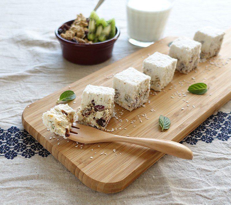 朝ごはんチーズケーキ(早餐起司蛋糕)¥1512/5 個/一次使用6種果乾、5種堅...