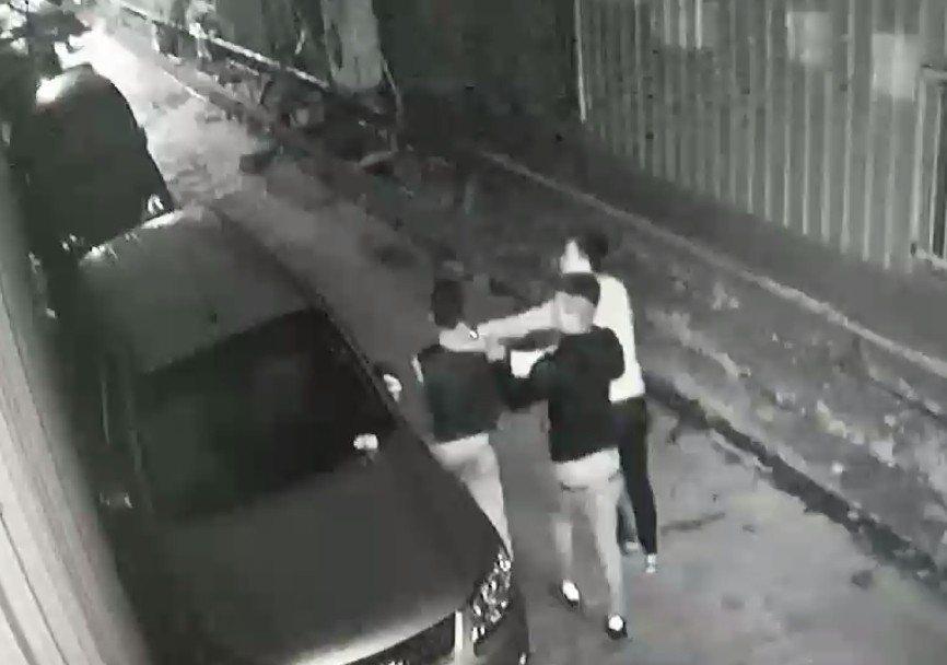 新北市蘆洲區昨晚發生廟會衝突,竟有圍觀民眾被拖進巷內圍毆。記者林昭彰/翻攝