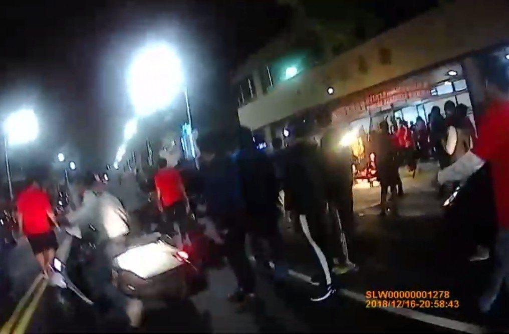 新北市蘆洲區昨晚發生廟會衝突。記者林昭彰/翻攝