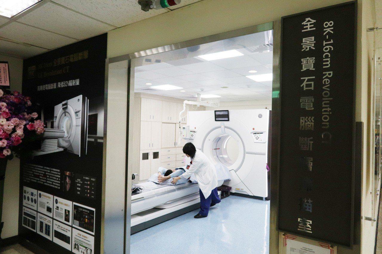為讓民眾更快速進行癌症篩檢,桃園聖保祿醫院引進桃竹苗區域第一部「全景寶石電腦斷層...