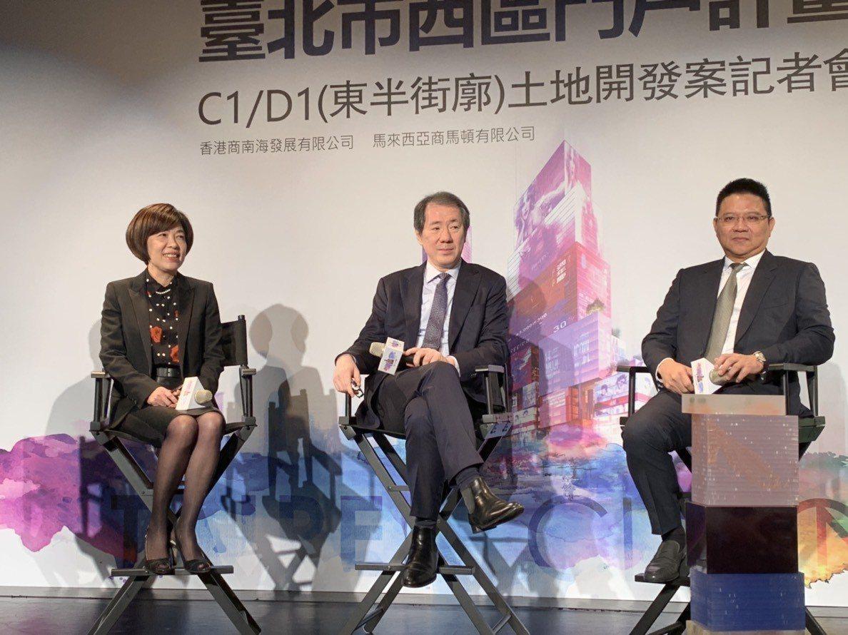 香港南海控股主席于品海(中),今(12)日首度公開投標台北雙子星的規劃。 記者黃...