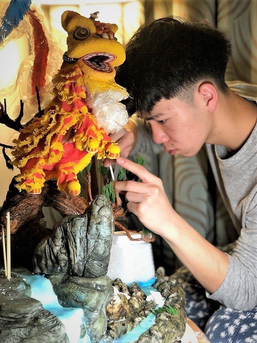明道中學餐飲科三年級學生王奕鈞,因為翻糖技巧富藝術性,獲得多項國際廚藝賽事獎項。...