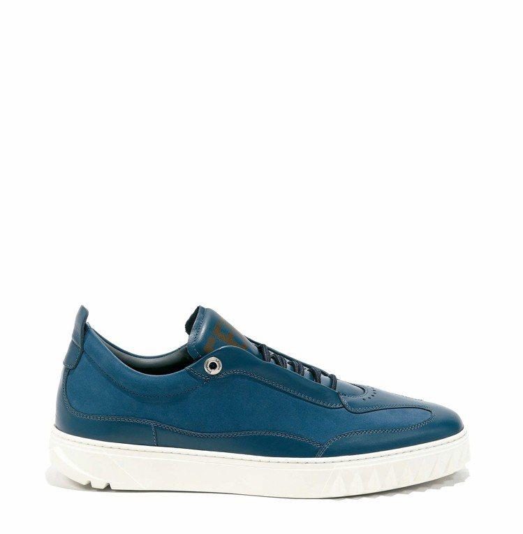 AARON藍色異材質拼接休閒鞋,23,500元。圖/Ferragamo提供