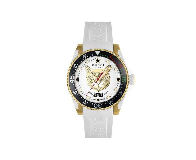 Gucci Dive系列腕表,黃金PVD表殼搭配單向旋轉表圈,約51,000元。...