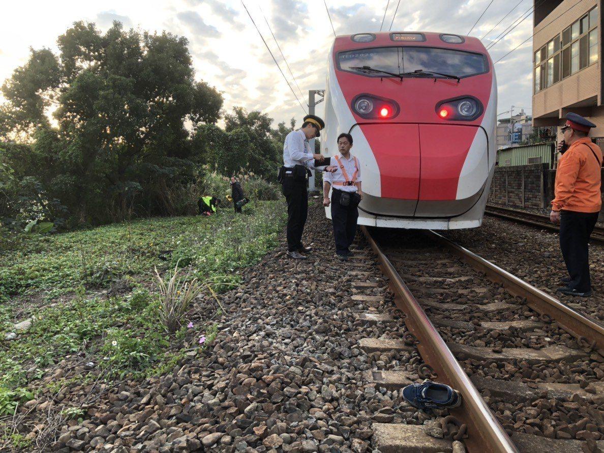 普悠瑪列車下午在鶯歌撞到人,蘇姓男子不明原因走鐵軌喪命。記者林昭彰/翻攝