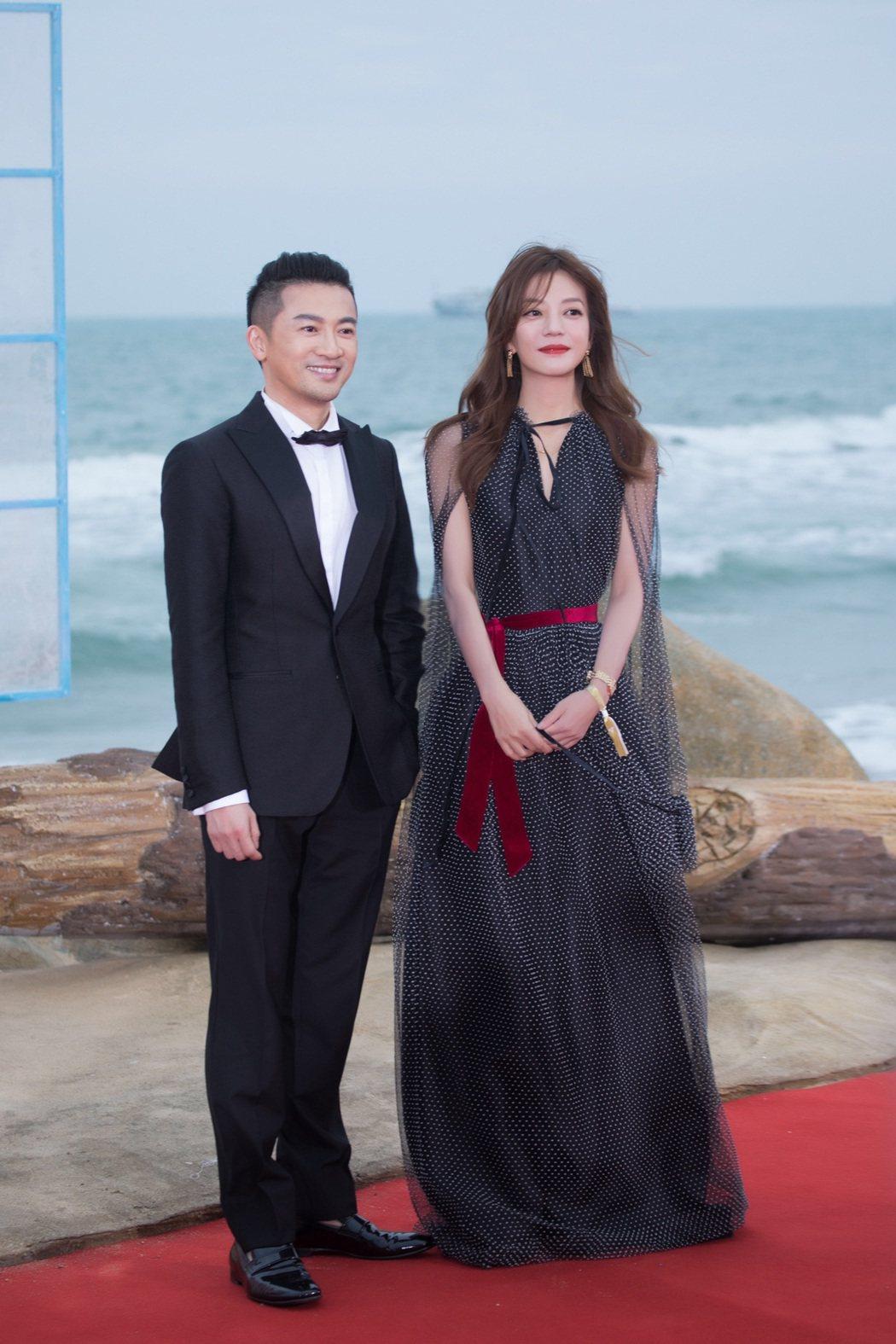 趙薇(右)、蘇有朋這對經典「還珠格格」CP,在海南島國際電影節閉幕式上合體。圖/