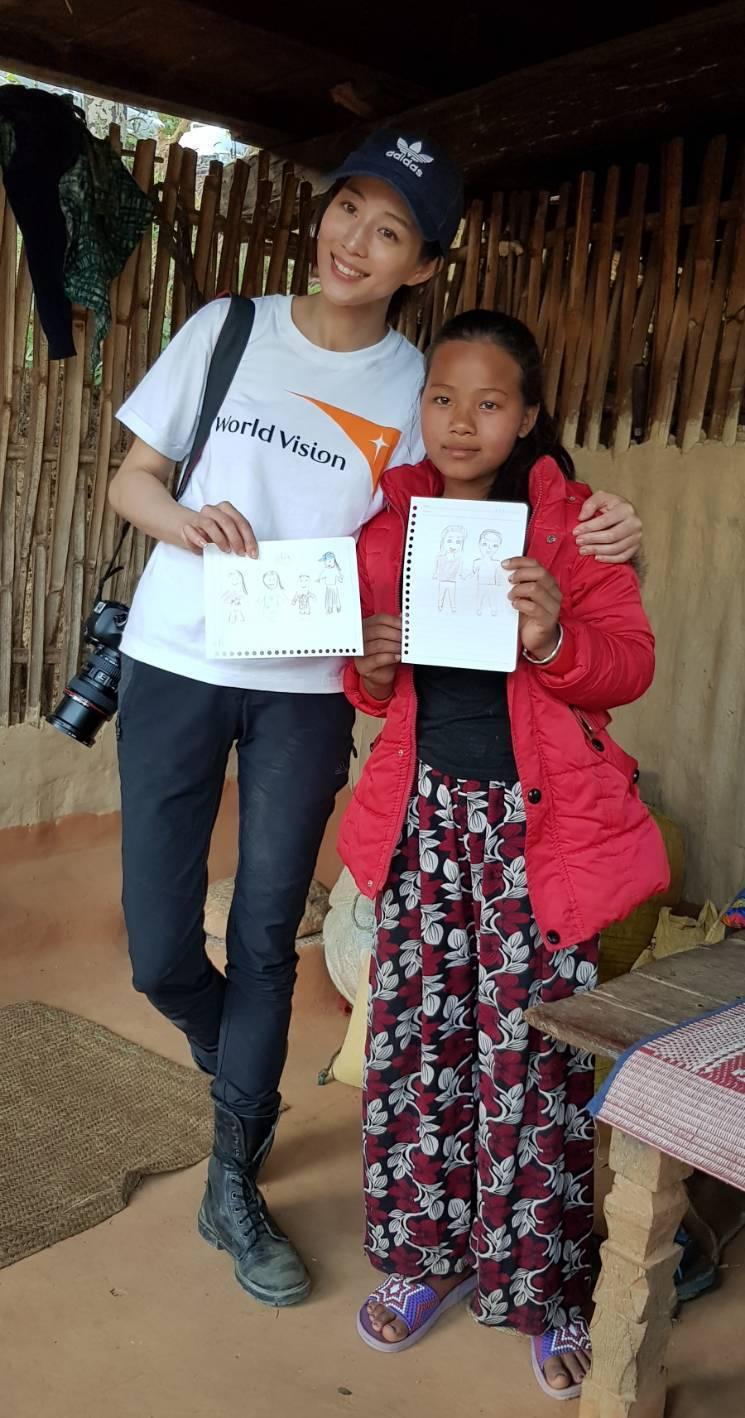張鈞甯與尼泊爾小女孩Janu在短短時間內就建立起好感情。記者杜沛學/攝影