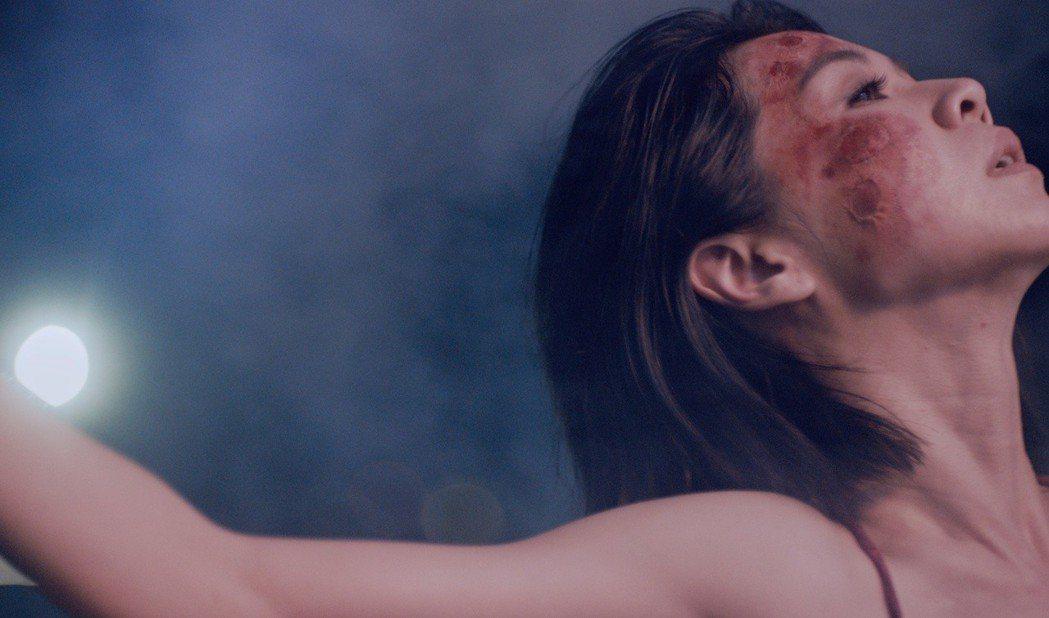 金馬影后謝盈萱在「灰燼」化毀容傷疤妝。圖/愛貝克思提供