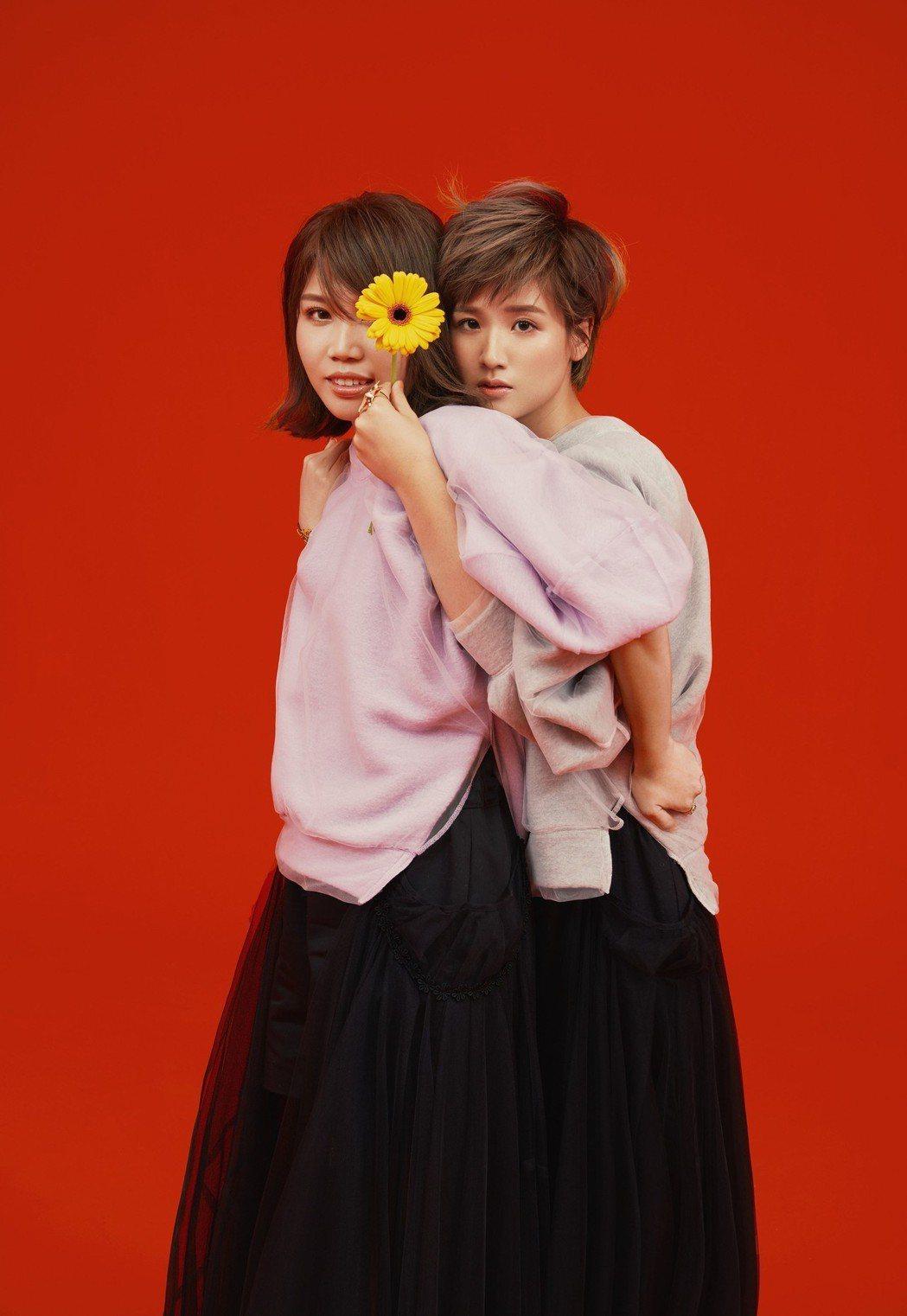 安安(左)、肥肥被指撞臉李佳薇、曾沛慈。圖/寬宏藝術/Kham Music提供