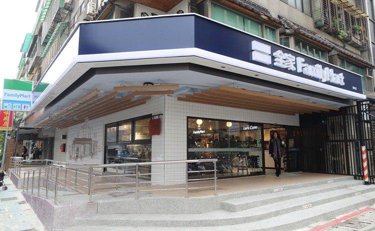 全家便利商店於台北大安區推出第一家Let's Café旗艦店。圖/全家便利商店提...