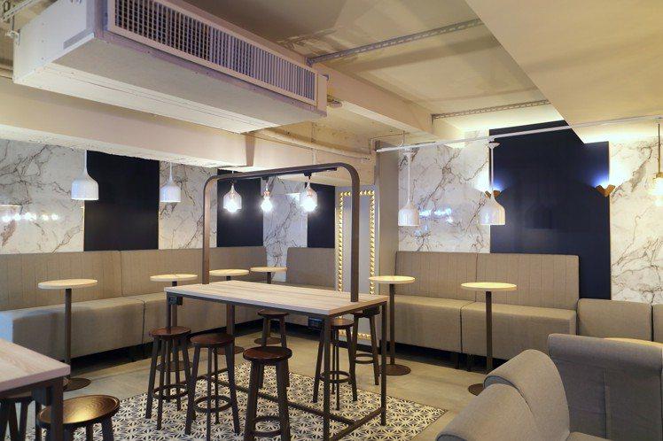 搭配莫蘭迪色、大理石紋的網美風格空間設計,瞄準對咖啡品質、餐飲生活更講究的客層。...