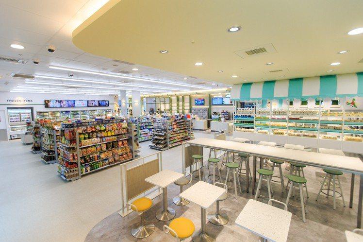 位於台北信義區商辦中心的宏泰門市,是7-ELEVEN推出的首家烘焙複合概念店。圖...