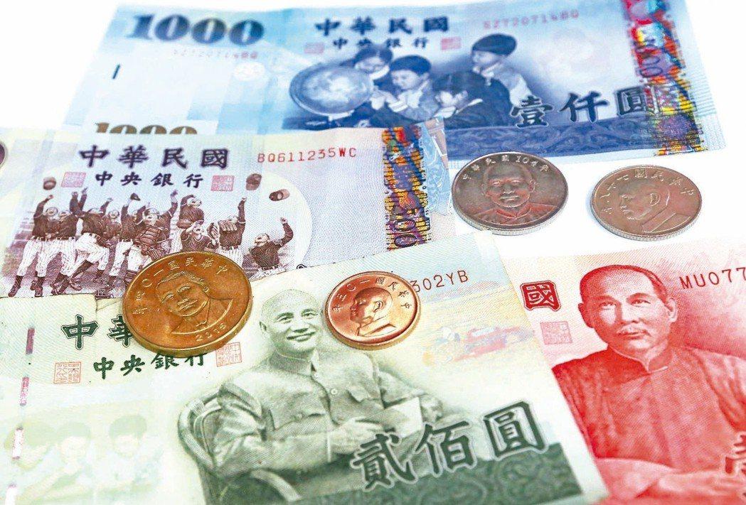 促轉會「清除威權象徵」,鎖定蔣中正銅像、鈔幣改版。 圖/聯合報系資料照片