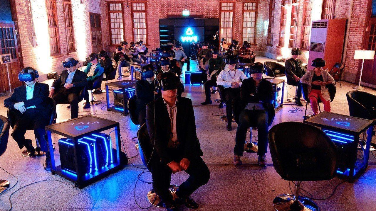 宏達電(2498)台灣市場2019年定調以中高階機款為重,加上VR(虛擬實境)即...