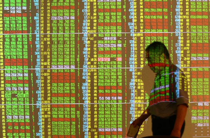 台股今終場仍下跌68點,收在9,718點,成交量預估量為941億元。聯合報系資料...