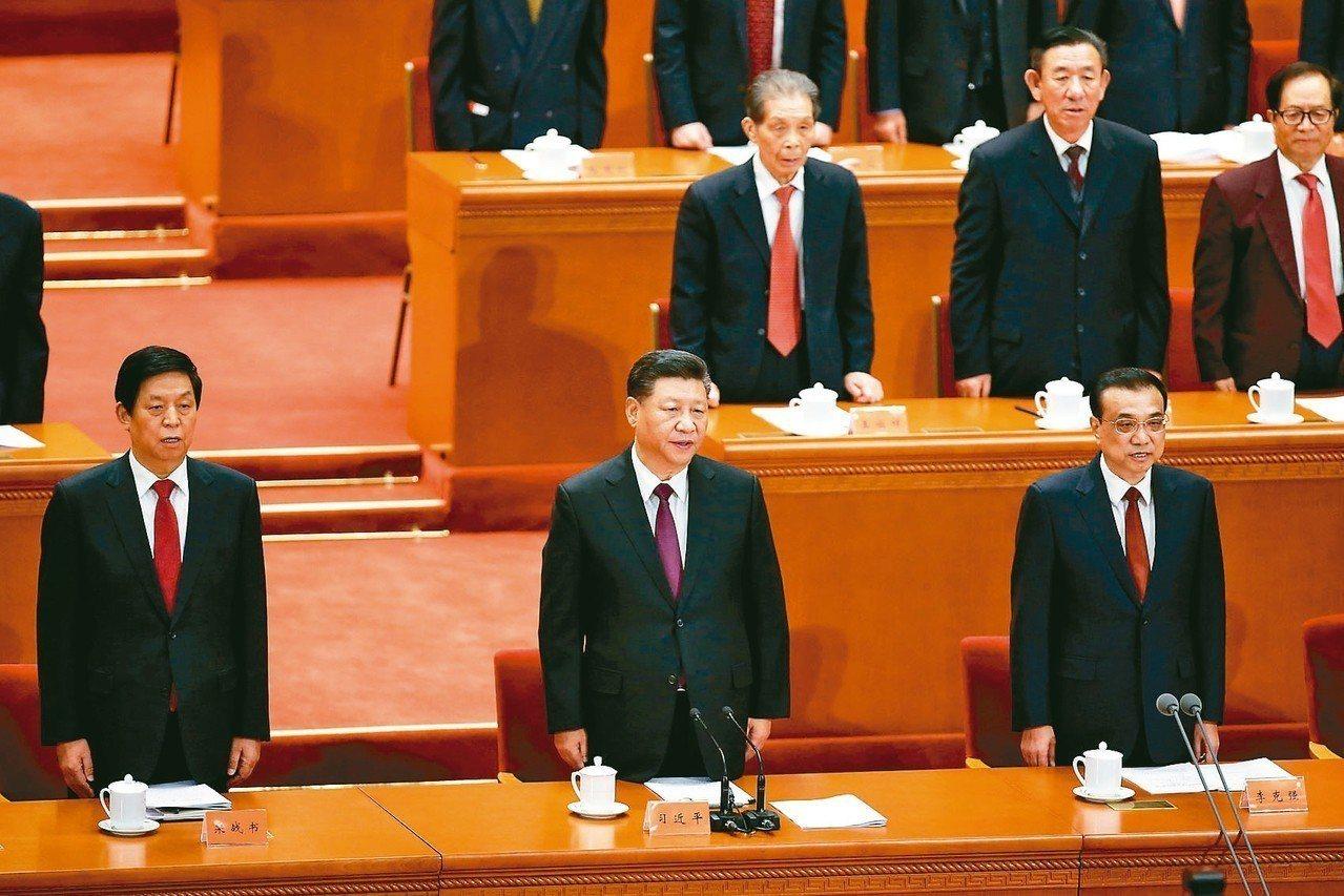 中共總書記習近平(前排中)18日出席大陸改革開放40周年紀念大會,並發表談話。 ...