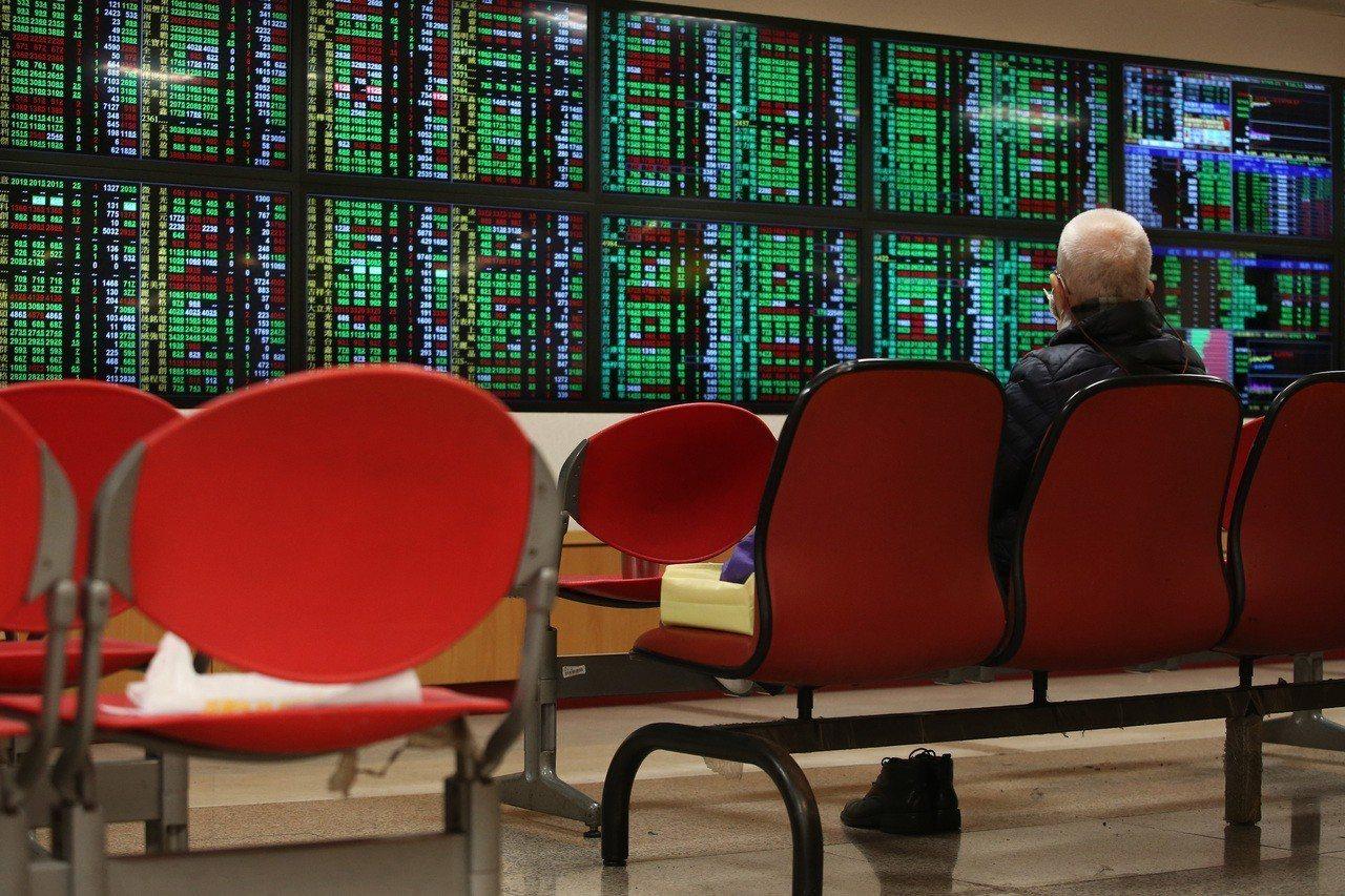 台綜院創辦人劉泰英今天示警,直指中國的財政、金融情況嚴峻,若無妥善處理,可能引起...