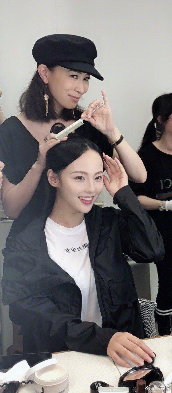 張嘉倪9月份也曾曝光自己「蛇精臉」。圖/擷自weibo。