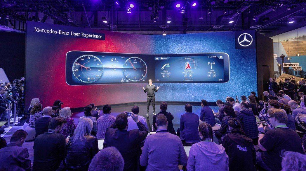 Mercedes-Benz在2018 CES消費性電子展中發表全新MBUX多媒體資訊整合車載系統。 摘自Mercedes-Benz