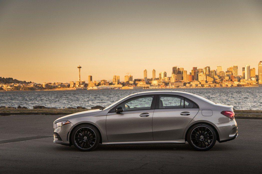 Mercedes-Benz首度推出A-Class Sedan四門房車車型。 摘自...