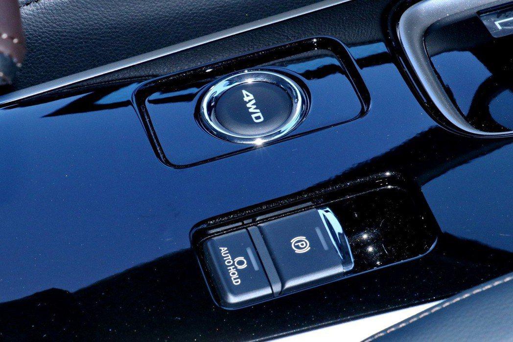 導入了EPB電子式駐煞車並附AUTOHOLD功能。 記者陳威任/攝影