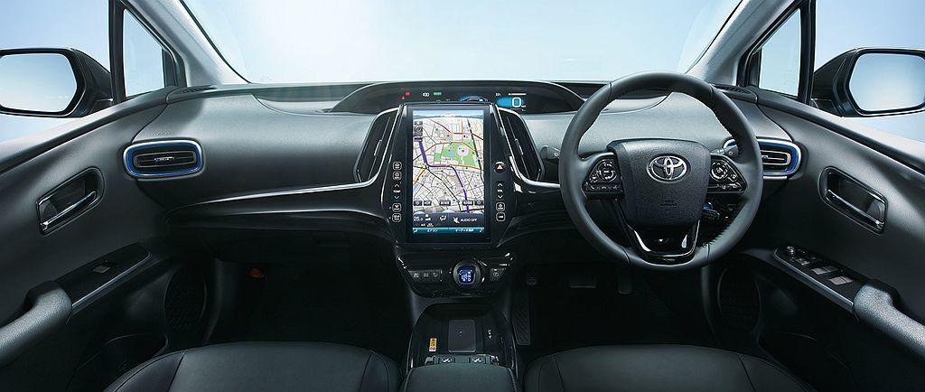小改款日規Toyota Prius車型配有DCM通訊系統並提供T-Connect...