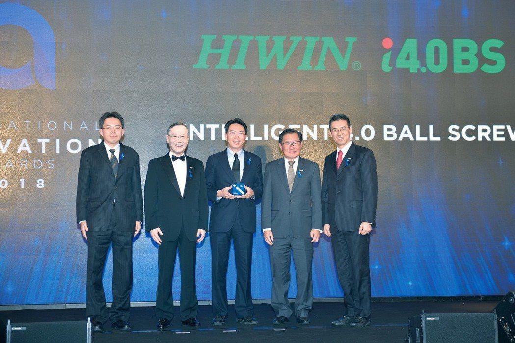 領獎人上銀科技-卓文恆執行副總經理(左三) 上銀科技/提供