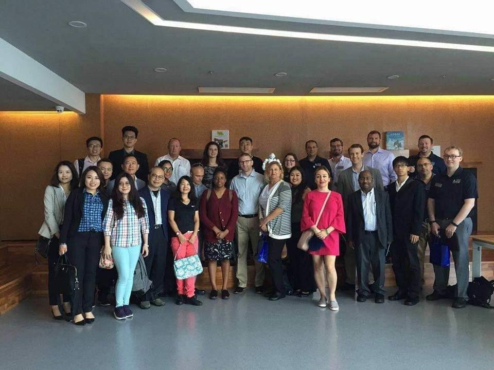 台灣學生與美國學生至中國企業參訪。 北科大/提供