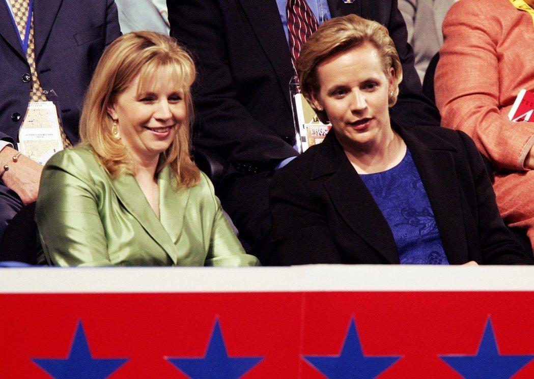 據說直到今日,麗茲(左)與瑪麗(右)的嫌隙仍未修復,在公開場合上也極少看到兩人同...