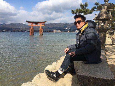 曾獲金鐘獎的DJ徐哲緯7年未發片,首次嘗試以客語創作歌曲,2首作品「過家」、「唐山過台灣」會收錄在客委會發行的合輯「我們的世代 我們的漂移-2018-漂移」,想把歌曲送給等待自己多年並一直陪伴跟隨的...