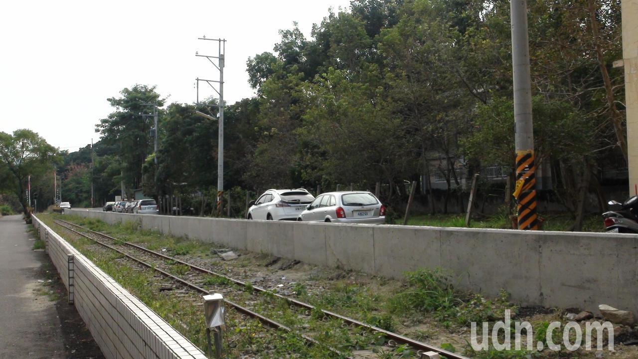 阿里山林鐵在嘉義縣竹崎鄉的灣橋車站早已拆除,不少人熱烈討論要找出消失的車站舊址。...