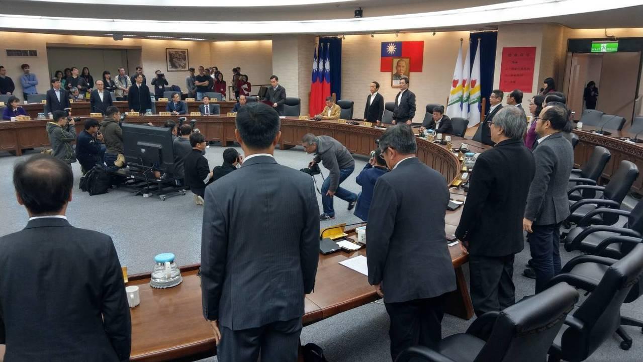 北市府上午舉行市政會議後,小內閣向市長柯文哲總辭。記者楊正海/攝影